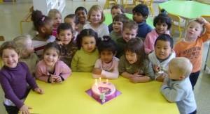 enfants à la maternelle
