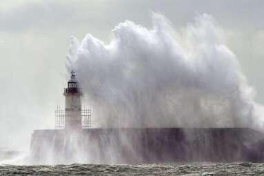 vent fort vagues hautes
