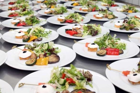 assiettes pour un déjeuner français