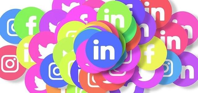 réseaux sociaux linkedin devant pour l'emploipanneau offre d'emploi